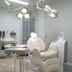 インプラント治療の専門店